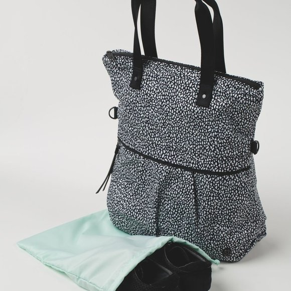Lululemon Twice As Nice Tote miss mosaic  o/s nwt